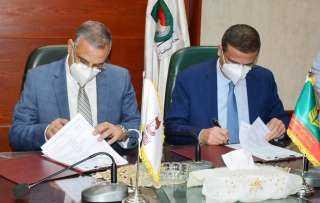 محافظ سوهاج ورئيس البنك الزراعي يوقعان بروتوكولا للتعاون المشترك